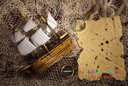 Фотосток на тему компас пирата и лупа